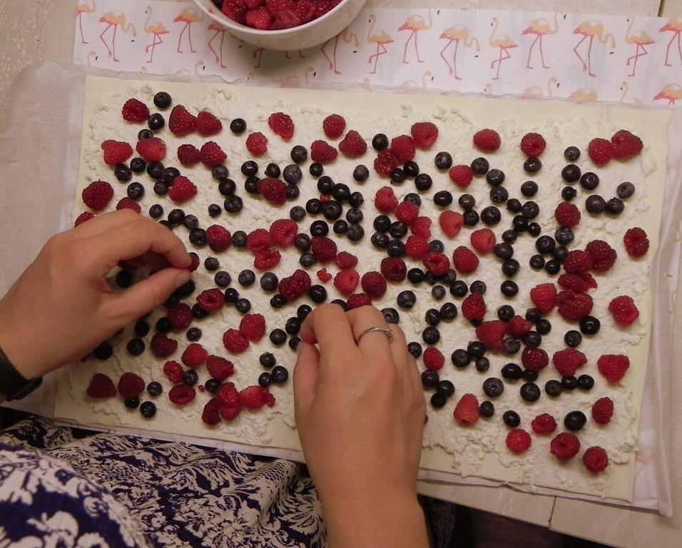 ciastka malinami iborowkami przygotowanie